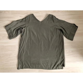 カプリシューレマージュ(CAPRICIEUX LE'MAGE)のカプリシュー レマージュ カーキ 肩見せトップス(シャツ/ブラウス(半袖/袖なし))