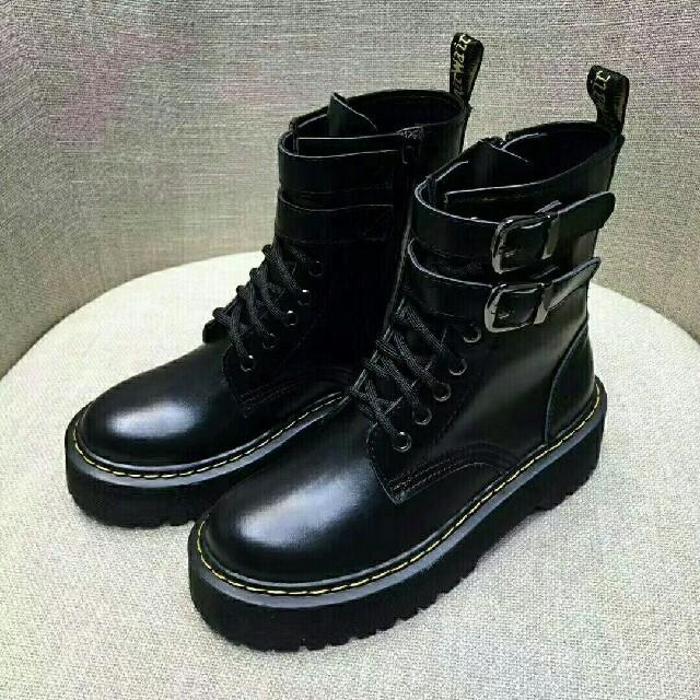 Dr.Martens(ドクターマーチン)の人気UK6ドクターマーチン Dr.Martens 新品 厚底ブーツ 革靴 正規品 レディースの靴/シューズ(ブーツ)の商品写真