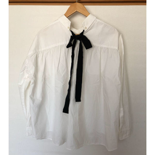 アーバンリサーチ(URBAN RESEARCH)のURBAN RESEARCH バックリボンシャツ(シャツ/ブラウス(長袖/七分))