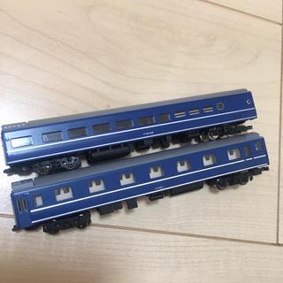 トミー(TOMMY)のNゲージ tomix オロネ25 + オシ24 銀帯 2両セット(鉄道模型)