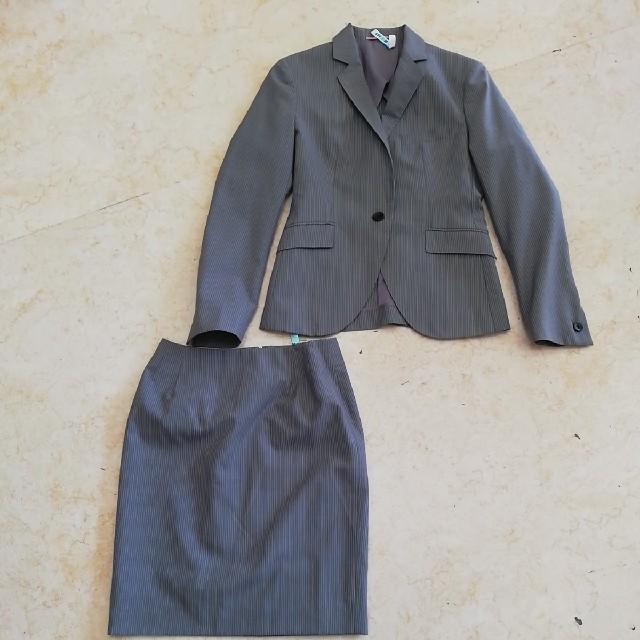 ORIHICA(オリヒカ)の美品オリヒカ美形ストライプスーツ、サイズ7号。ORIHICA  レディースのフォーマル/ドレス(スーツ)の商品写真