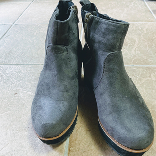 シンプルで歩きやすいショートブーツ vivian(ブーツ)