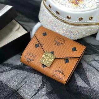 エムシーエム(MCM)のMCMの新しいPatricia三つ折りジップウォレット(折り財布)
