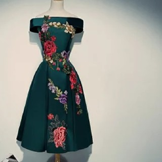 アリスアンドオリビア(Alice+Olivia)の【2点購入で+1点無料セール】【豪華な刺繍】秘密の花園ドレス【100】(ミディアムドレス)