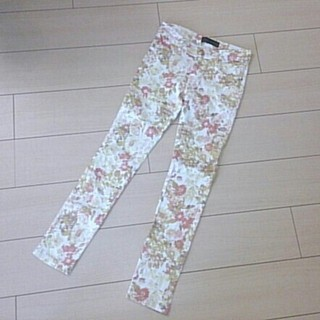 セシルマクビー(CECIL McBEE)のセシル☆花柄スキニー(カジュアルパンツ)