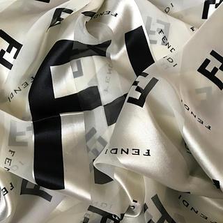 FENDI - 未使用  フェンディ スカーフ 大判  ホワイトクリスマス SALE