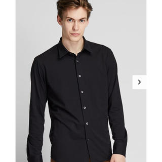 ユニクロ(UNIQLO)のユニクロ UNIQLO イージーケアジャージーフィットシャツ ブラック M(シャツ)
