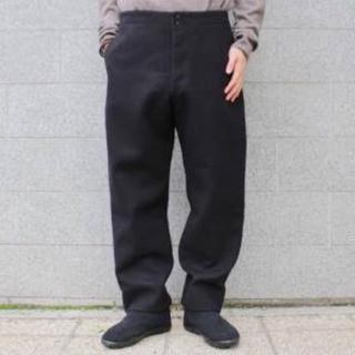 COMOLI - コモリ comoli  モールスキンバックストラップパンツ ブラック 2