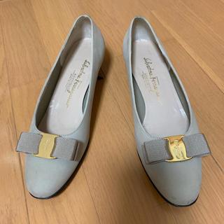 サルヴァトーレフェラガモ(Salvatore Ferragamo)のフェラガモ パンプス 靴 グレー(ハイヒール/パンプス)