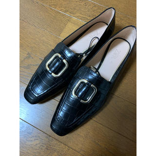 ザラ(ZARA)の【早い者勝ち】ZARA バックル付きクロコダイル柄ローファー(ローファー/革靴)