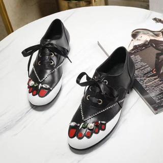 ミュウミュウ(miumiu)のmiumiu ミュウミュウ ローファー 革靴 牛革 大人気 レディース(ローファー/革靴)