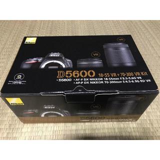 ニコン(Nikon)の≪新品・送料無料≫ニコン D5600-W70300KIT ダブルズームキット(デジタル一眼)