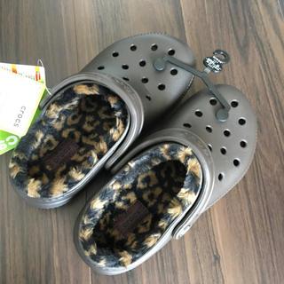 crocs - 新品 クロックス ボア  レオパード ヒョウ柄