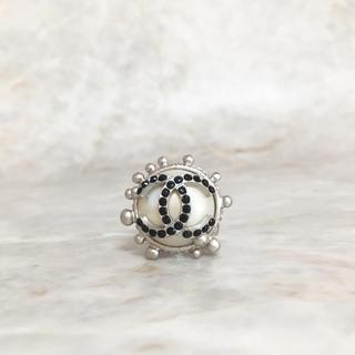 シャネル(CHANEL)の正規品 シャネル 指輪 シルバー パール ココマーク ブラック 石 デカ リング(リング(指輪))