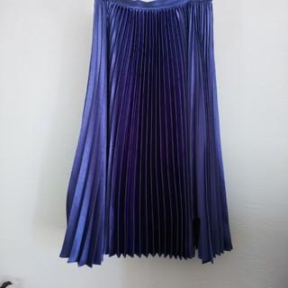 チェスティ(Chesty)のチェスティ 光沢ブルー 変わりプリーツスカート サイズM~S(ひざ丈スカート)
