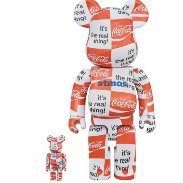 atmos(アトモス)の【新品】BE@RBRICK atmos ×Coca-Cola ベアブリック エンタメ/ホビーのコレクション(その他)の商品写真