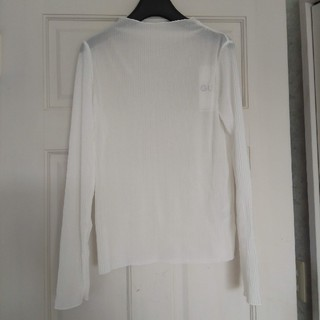 ジーユー(GU)の未使用 ジーユー gu プリーツボトルネックT  ホワイト Mサイズ(Tシャツ(長袖/七分))
