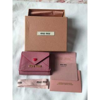 ミュウミュウ(miumiu)のmimiu ハートレター 三つ折り財布(財布)