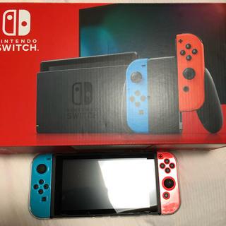 ニンテンドースイッチ(Nintendo Switch)の任天堂Switch 美品 本体 新型 マルチカラー(携帯用ゲーム機本体)