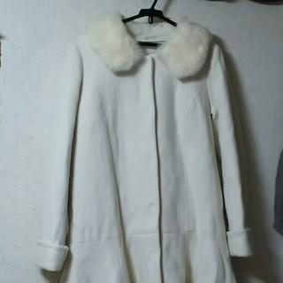 マーキュリーデュオ(MERCURYDUO)のペプラムコート ファー ホワイト (毛皮/ファーコート)