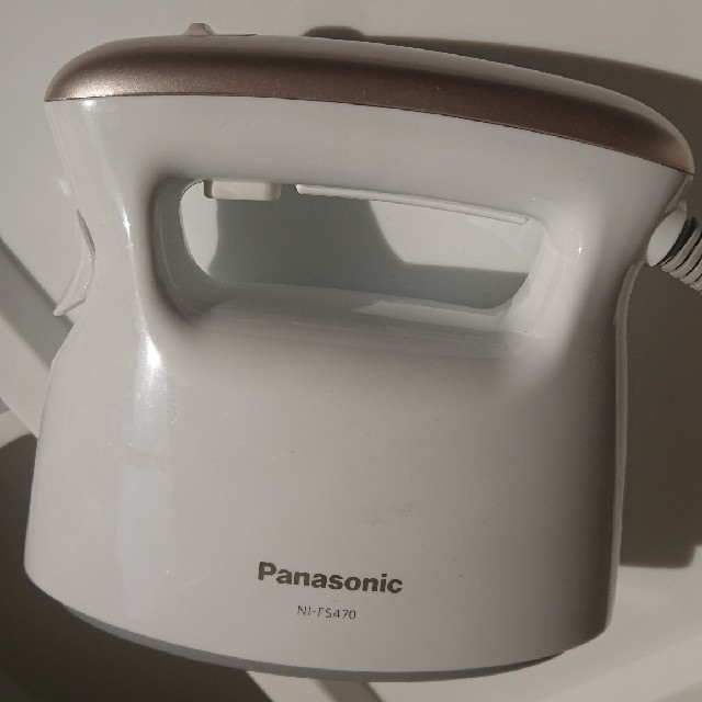 PANASONIC 衣類スチーマー NI-FS470 スマホ/家電/カメラの生活家電(アイロン)の商品写真