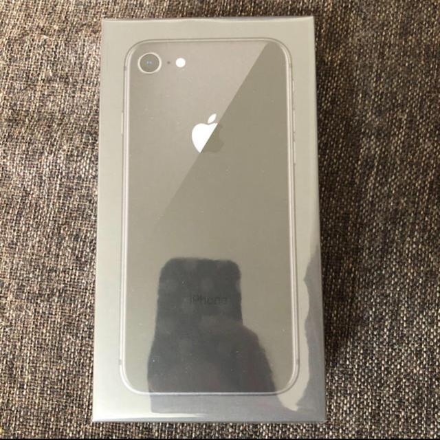 Apple(アップル)のiPhone8 スペースグレイ 64 GB Softbank 未開封  スマホ/家電/カメラのスマートフォン/携帯電話(スマートフォン本体)の商品写真