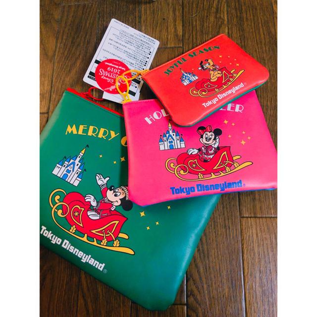 Disney(ディズニー)のディズニークリスマス2019 ポーチ3点セット♡ エンタメ/ホビーのおもちゃ/ぬいぐるみ(キャラクターグッズ)の商品写真