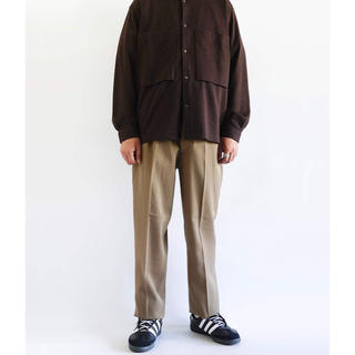 コモリ(COMOLI)のNEAT(ニート) Wool Hight Density Gabardine(スラックス)