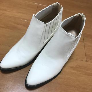 アールアンドイー(R&E)のR&E ショートブーツ 23cm チャンキーヒール ホワイト 白(ブーツ)