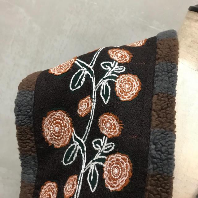 mina perhonen(ミナペルホネン)の【mina perhonen】刺繍 ボア マフラー  ミナペルホネン レディースのファッション小物(マフラー/ショール)の商品写真