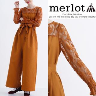 メルロー(merlot)の完売品 merlot plus 花柄レース ウエストリボン オールインワン(その他ドレス)