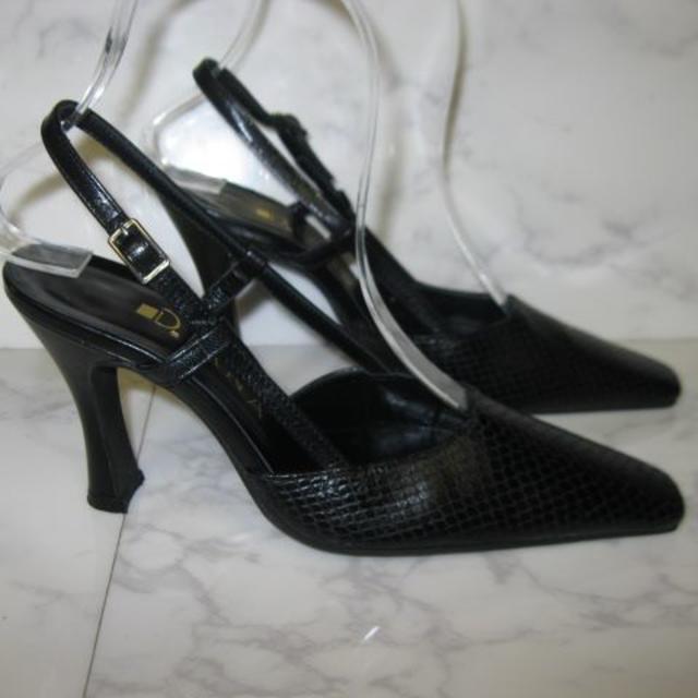 DIANA(ダイアナ)のDIANA型押しブラックパンプス 1回使用品 21・5 レディースの靴/シューズ(ハイヒール/パンプス)の商品写真