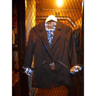 ムルーア(MURUA)の【新品・未使用】MURUAムルーア スタッズ付き テーラードジャケット ブラック(テーラードジャケット)