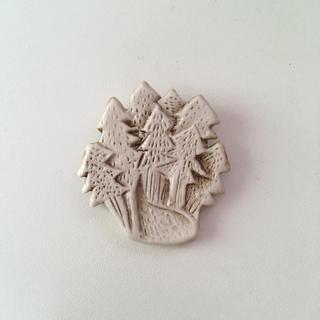 ネストローブ(nest Robe)の𓇬 小菅幸子 白い森ブローチ(ブローチ/コサージュ)