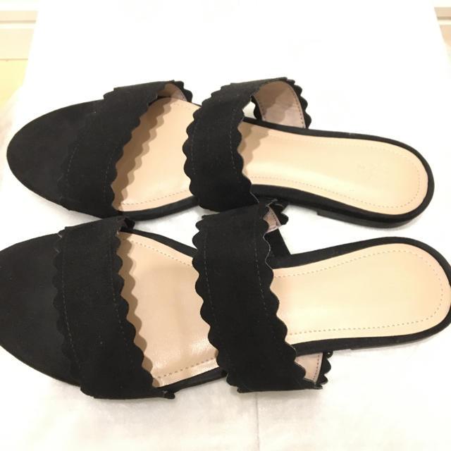H&M(エイチアンドエム)の【シンプルなかわいさ】ブラックぺたんこサンダル レディースの靴/シューズ(サンダル)の商品写真