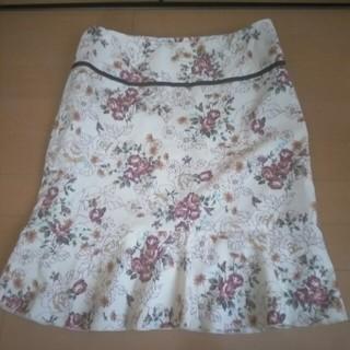 薔薇🌹柄のスカート