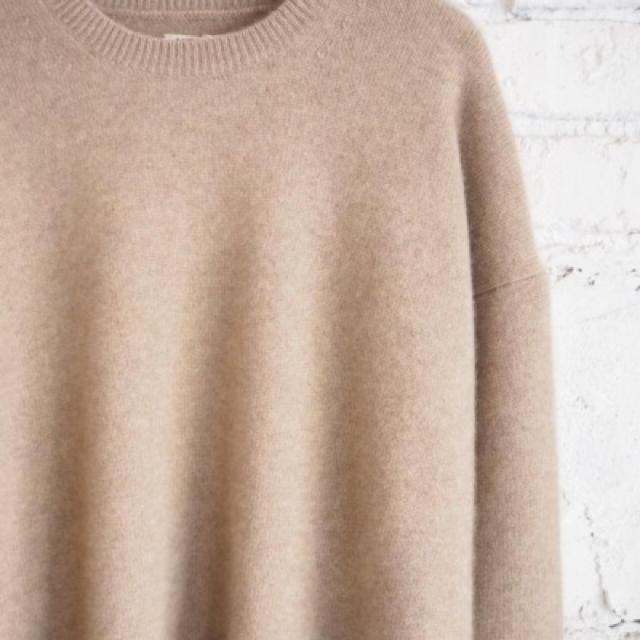 COMOLI(コモリ)のAURALEE ベビーカシミヤ ナチュラルベージュ ニット メンズのトップス(ニット/セーター)の商品写真