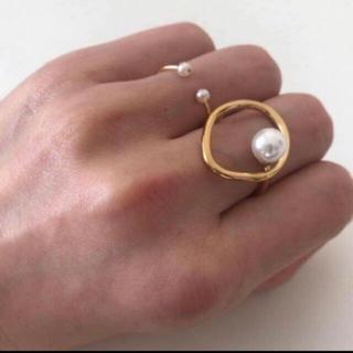 アダムエロぺ(Adam et Rope')のパール付きゴールドフープリング(リング(指輪))