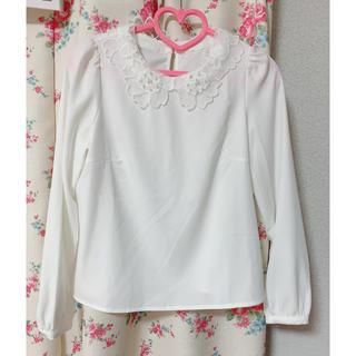 titty&co - titty&co. 襟付き ブラウス ホワイト 美品 パール 重ね着 量産