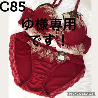 ブラショーツC85☆赤色生地にゴールドの刺繍がとっても可愛い☆谷間MAX(ブラ&ショーツセット)