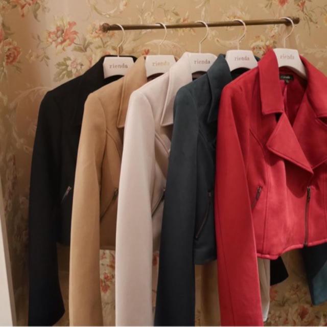 rienda(リエンダ)のカラーFスエードライダース レディースのジャケット/アウター(ライダースジャケット)の商品写真