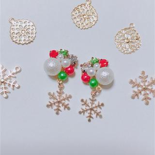 【sold out】クリスマスカラー★ビジューと雪の結晶のアクセ(イヤリング)