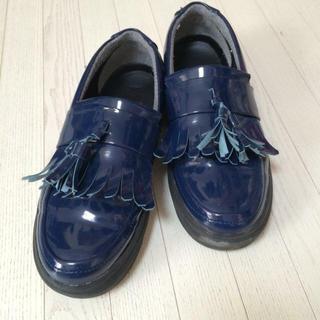 ケービーエフ(KBF)のKBF フリンジ❁エナメルローファー(ローファー/革靴)