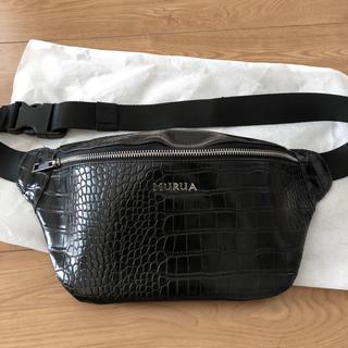 ムルーア(MURUA)の新同 MURUA 型押しウェストポーチ クロコ ブラック(ボディバッグ/ウエストポーチ)