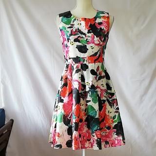 cherry Ann - 新品未使用タグ付きチェリーアン綺麗な花柄ワンピース、サイズM。