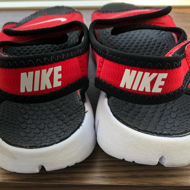 NIKE(ナイキ)の*NIKE ナイキ 18cm相当 子供用 サンダル 赤黒* キッズ/ベビー/マタニティのキッズ靴/シューズ (15cm~)(サンダル)の商品写真
