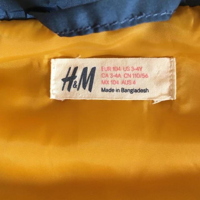 H&M(エイチアンドエム)の【ともぞうさま専用】H&M・104サイズ・中綿ベスト キッズ/ベビー/マタニティのキッズ服 男の子用(90cm~)(ジャケット/上着)の商品写真