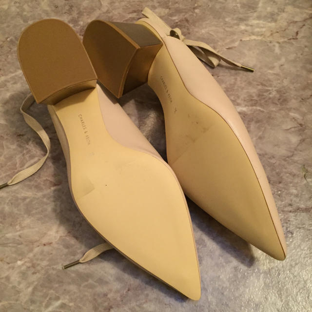 EDIT.FOR LULU(エディットフォールル)の新品未使用   CHARLES&KEITH   ベージュパンプス レディースの靴/シューズ(ハイヒール/パンプス)の商品写真