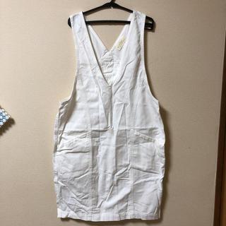 ダブルクローゼット(w closet)のw closet ホワイトデニムジャンパースカート(ひざ丈ワンピース)