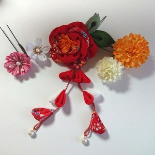 ~髪飾り~ ふんわりお花のつまみ細工と可愛い小花(ヘアアクセサリー)